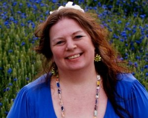 Mai-Britt Schultz i kornblomstmark